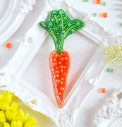 Брошь из бисера Гламурная морковка