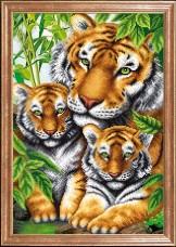Схема вышивки бисером на габардине Тигрица с тигрятами Магия канвы КС-097 МК