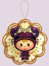 Набор для изготовления игрушки из фетра для вышивки бисером Скорпион