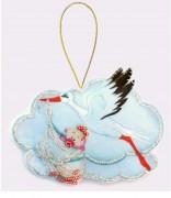 Набор для изготовления игрушки из фетра для вышивки бисером Аист  девочкой