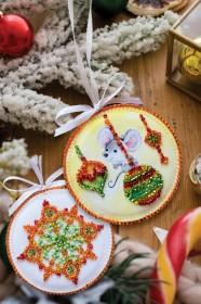 Набор для вышивки новогодней игрушки Маленькая мышка